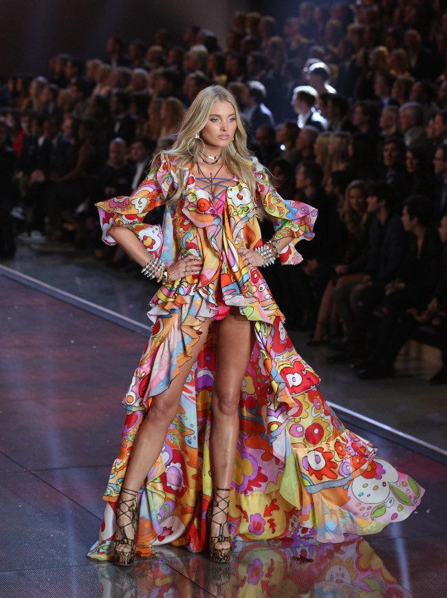 Elsa-Hosk-au-Victoria-s-Secret-Fashion-Show-organise-a-New-York-le-10-novembre-2015_portrait_w674