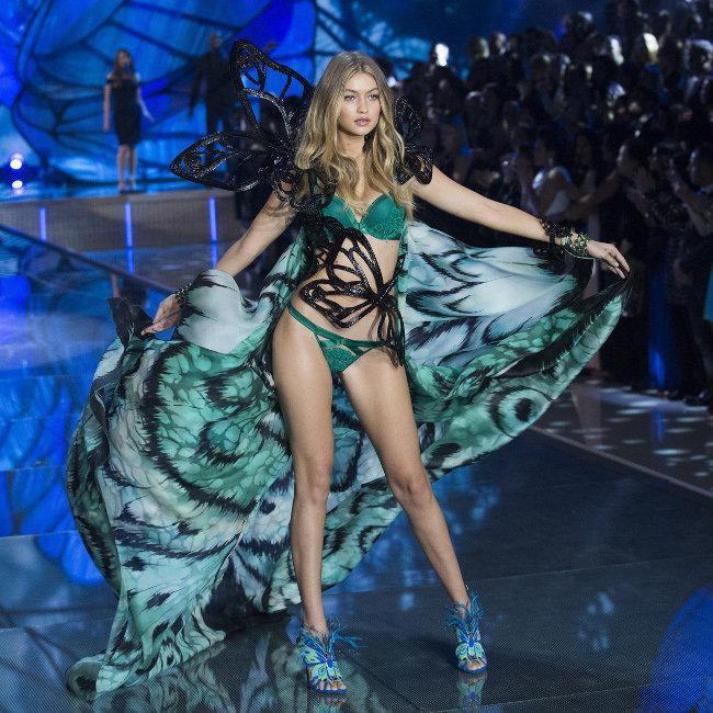 Gigi-Hadid-au-defile-Victoria-s-Secret-organise-le-10-novembre-2015-a-New-York_portrait_w674 (1)